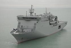 Кантербери - универсальный десантный корабль