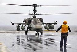 Ка-52 производит посадку на палубу многоцелевого боевого корабля Mistral,