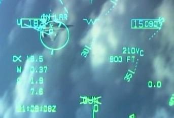 Рис. 2. Учебный бой самолета F-18 с F-22