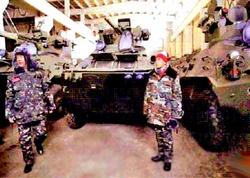Таиландская делегация осматривает БТР-3