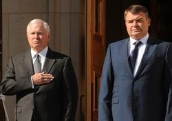 Роберт Гейтс и Анатолий Сердюков