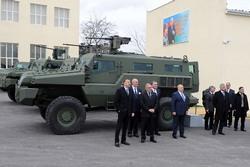 Ильхам Алиев на фоне бтр Marauder