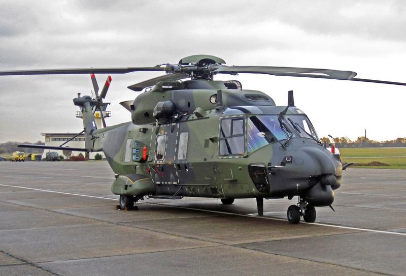 Российские военные вертолеты приземлились под Минском