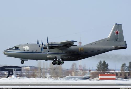 Ан-12ПС  (c) Владимир Полуянов / russianplanes.net