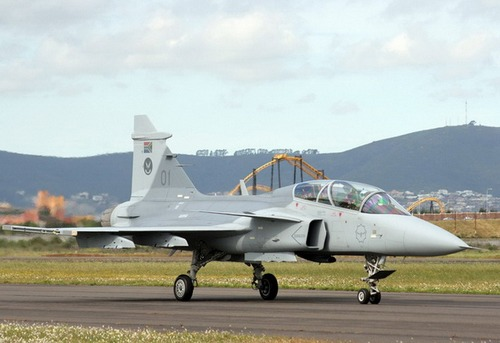 JAS 39D Gripen (c) airplane-pictures.net