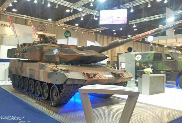 Танк Leopard-2 на выставке IDEX 2013