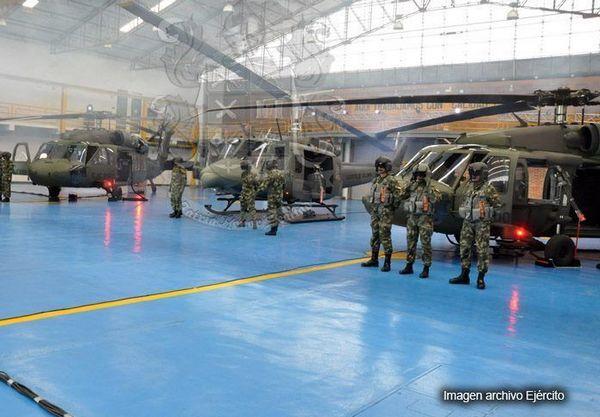 S-70i Black Hawk и UH-1H Huey II