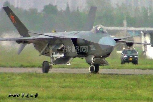 второй прототип J-20 с макетом ракеты