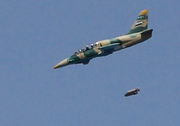 Воздушная атака ВВС Сирии (c) Reuters