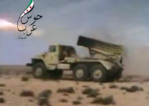 Сирийские боевики наносят удар при помощи БМ-21 Град