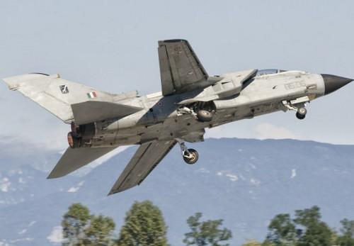 Panavia Tornado ВВС Италии (c) allposters.com