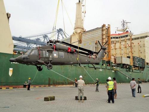 UH-60L в порту Лаем Чабанг