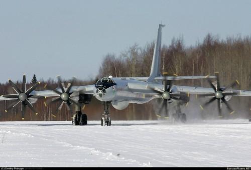 Ту-142  российский дальний противолодочный самолёт