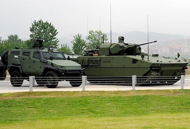 БМП Tulpar и бронеавтомобиль Ural
