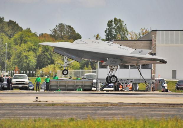 Первая посадка X-47B на аэрофинишер