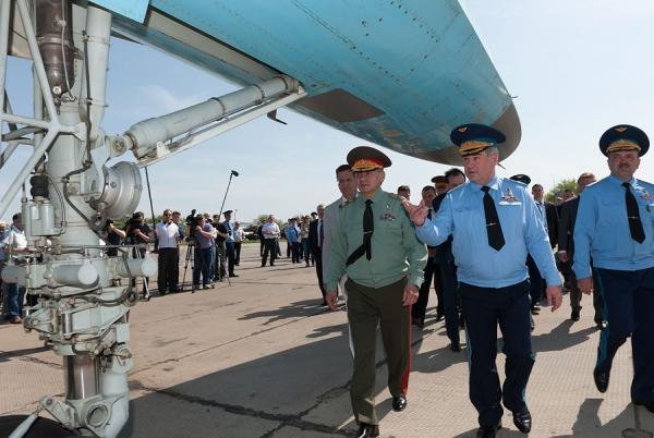 министр обороны России Сергей Шойгу   и  губернатор Астраханской области Александр Жилкин