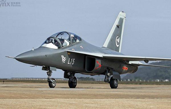 Китайский самолет L-15 с украинскими двигателями