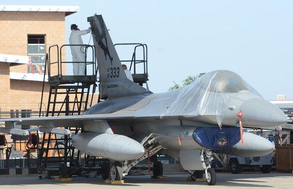 F-16 - нанесение новых ОЗ