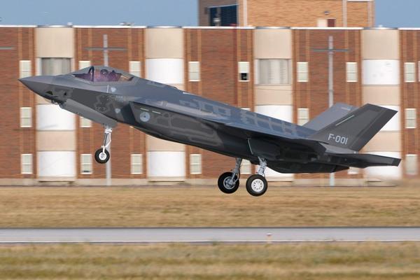 F-35A с/н AN-1 б/н F-001 КВВС Нидерландов в первом полете 6 августа 2012 года