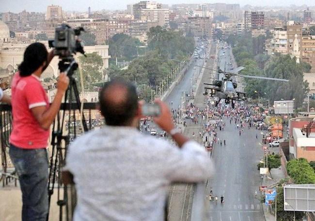 Армейские вертолеты в Каире