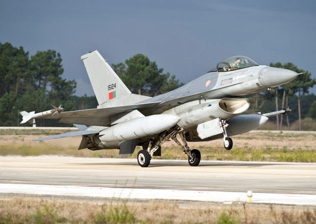 F-16 MLU (c) www.operacional.pt