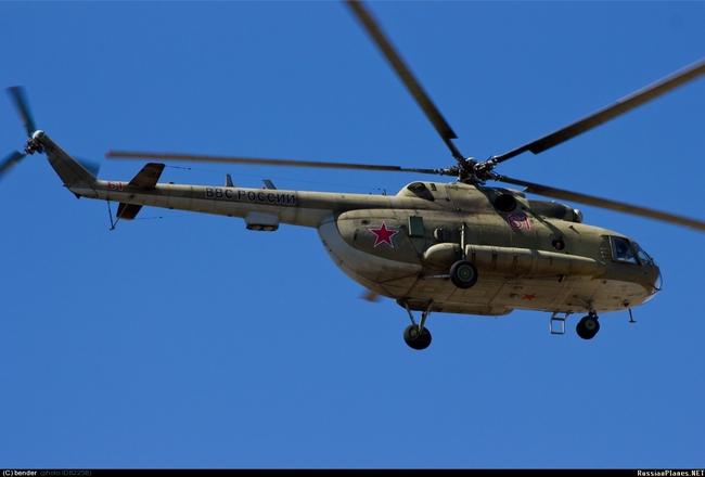 Один из вертолетов, оборудованный новыми комплексами РЭБ. По данным сайта russianplanes.net выпущен в 1990 году, заводской номер 95357. Фото: bender / russianplanes.net, Ахтубинск, июль 2012 г.