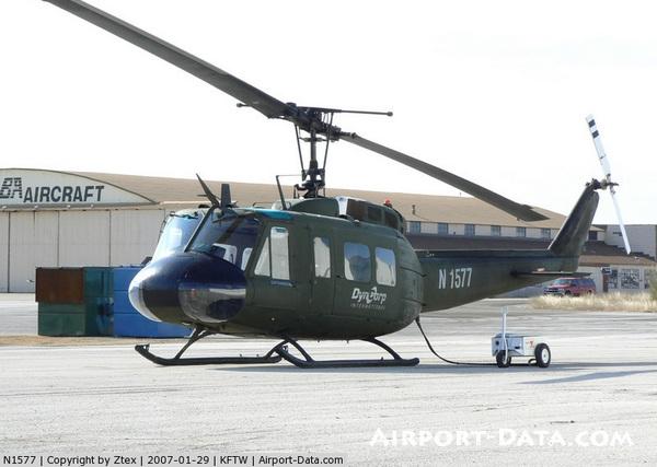 Bell UH-1H (регистрационный номер N1577, серийный номер 65-09577, выпущен в 1965 году), принадлежащий компании DynCorp International, январь 2007 года (c) Ztex / airport-data.com