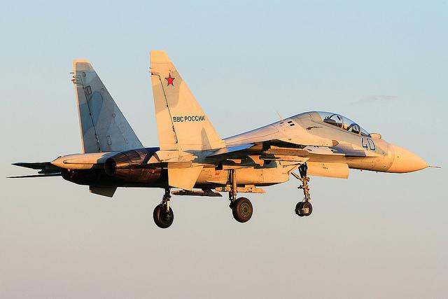 Истребитель Су-30М2 (40 синий) ВВС России - один из четырех постройки 2010 года. Cамолет входит в состав 4-й гвардейской истребительной авиационной группы 6983-й авиационной базы на аэродроме Центральная Угловая (Приморский край). 29.07.2012 (с) merlion VVO /aviaforum.ru