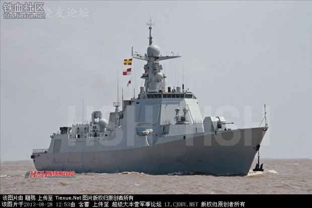 Головной китайский эскадренный миноносец (предположительное название Kunming) нового типа, обозначаемого как проект 052D, на заводских ходовых испытаниях. Шанхай, 28.08.2013 (с) www.hobbyshanghai.com.cn