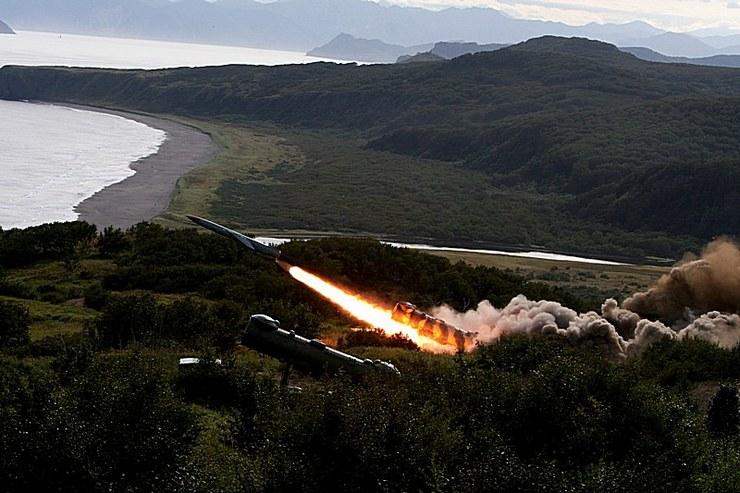 боевые пуски береговых оперативно-тактических противокорабельных ракетных комплексов «Редут» (c) pressa-tof.livejournal.com