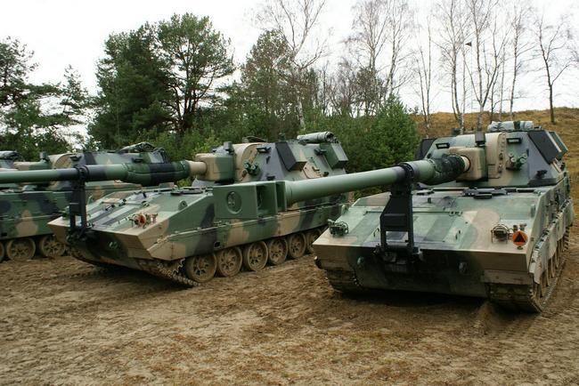 Первые серийные польские 155-мм/52 самоходные гаубицы Krab  (c) сухопутные войска Польши / twitter.com