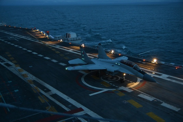 Ночная посадка МиГ-29К (бортовой номер 941) на  Vikramaditya (c) ОАО «РСК «МиГ»