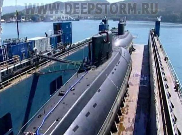 Транспортируемые в Китай построенные для ВМС НОАК на ПО Северное машиностроительное предприятие дизель-электрические подводные лодки проекта 636 с заводскими номерами 01701 и 01702 (c) www.deepstorm.ru