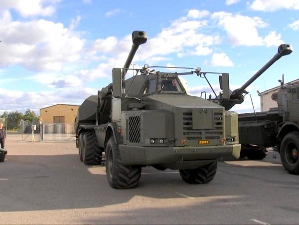 155-мм/52 самоходные гаубицы BAE Systems Bofors Archer из числа первых четырех предсерийных систем, переданных вооруженным силам Швеции. Карлскуга, 23.09.2013 (с) FMV