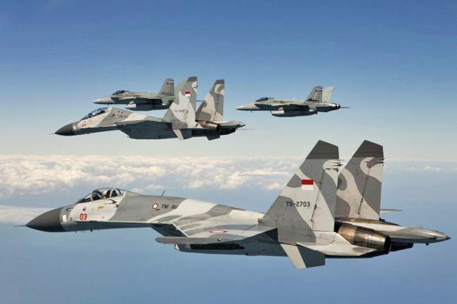 Су-30, Су-27 ВВС Индонезии и F-18 Hornet Королевских австралийских ВВС