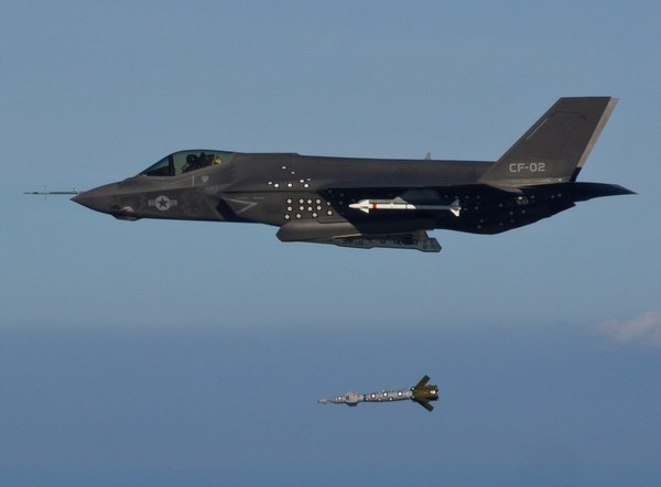F-35C Lightning II Joint Strike (c) www.navy.mil