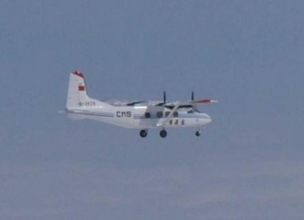самолет Y-12 возле спорных островов