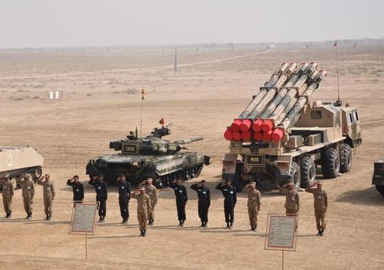 Смотр техники сухопутных войск Пакистана