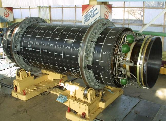 Твердотопливный ракетный двигатель (c) www.yuzhnoye.com