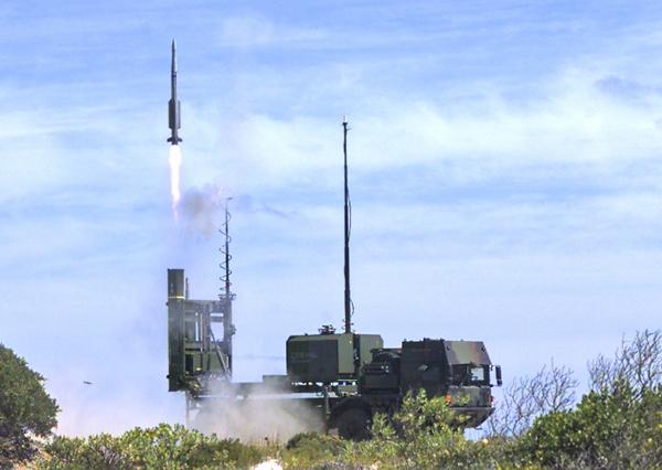 комплекс ПВО IRIS-T SL (c) www.diehl.com