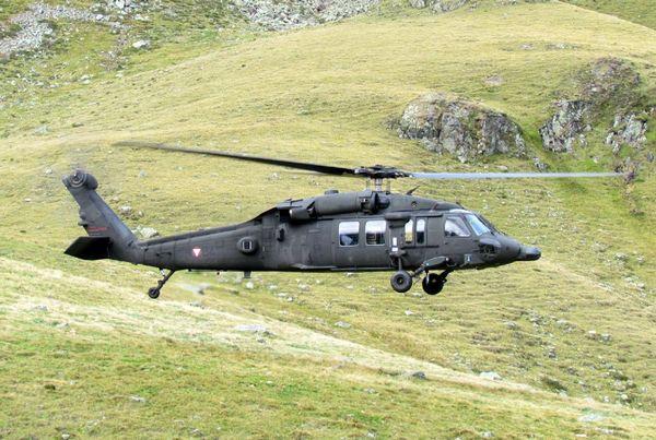 UH-60 Black Hawk (c) www.militaryphotos.net