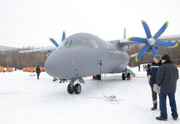 Переданный Морской авиации ВМФ России второй самолет Ан-140-100 (c) РИА Новости