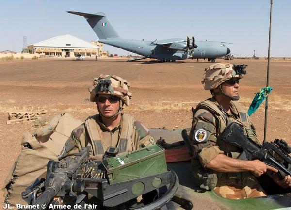 Airbus A400M ВВС Франции в Гао (Мали). 31.12.2013 (с) Jl. Brunet / ВВС Франции