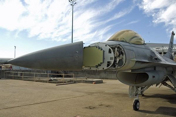 Опытный образец бортовой РЛС с АФАР Northrop Grumman SABR  (c) Northrop Grumman