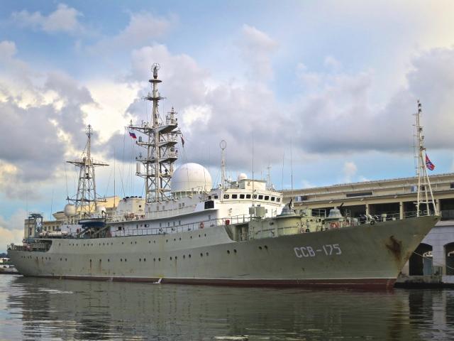 Российский разведывательный корабль в порту Гаваны