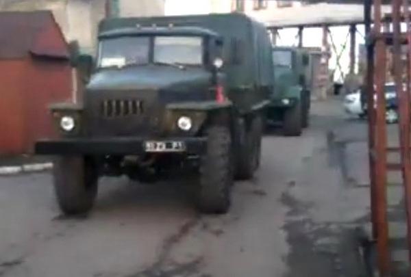 Украинские военные начали вывозит оружие из военных складов