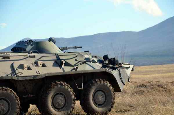 БТР-80 1-го Феодосийского отдельного батальона морской пехоты (c) ak-inzt.net