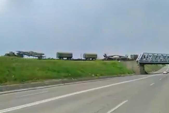 проезд воинского эшелона по железной дороге в Бухаресте