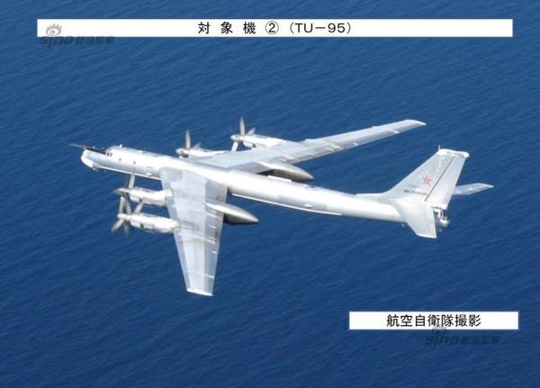 Ту-95  над акваторией Японского моря