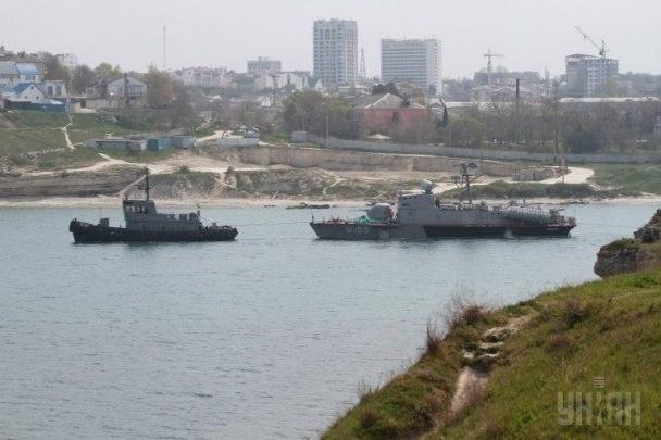 катер Прилуки выводят из Крыма (c) УНИАН